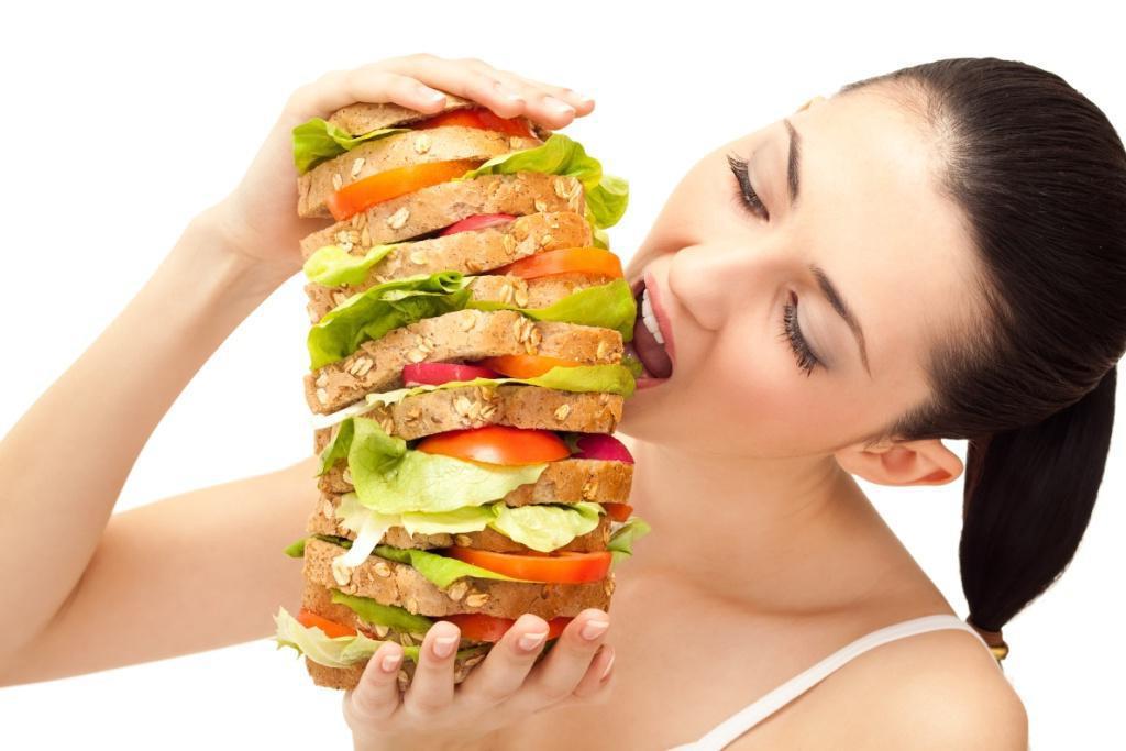 Как перестать переедать: мнение психолога