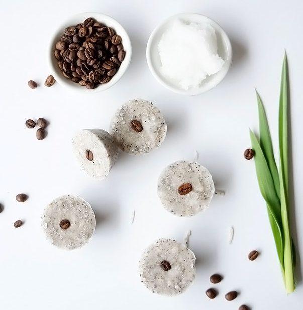 Домашний скраб-пилинг из кокосового масла и кофе от целлюлита