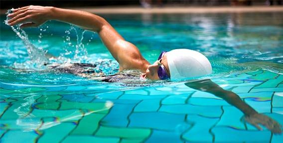 6 причин сменить бег на плавание