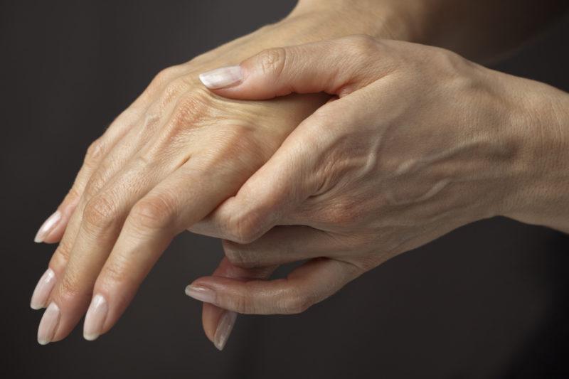 Как разгладить морщины на руках
