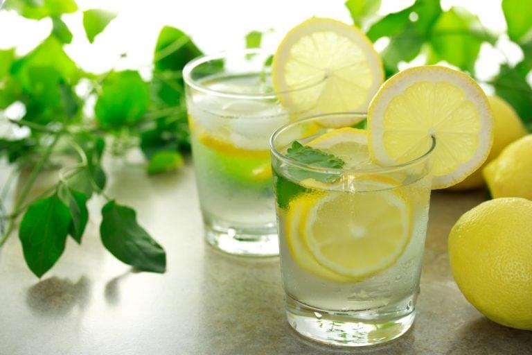 12 причин, почему вам обязательно нужно пить воду с лимоном