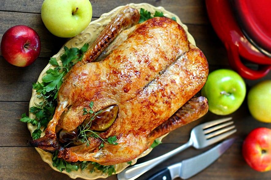 Утка с яблоками, запеченная в духовке