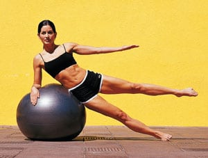 Пилатес на фитболе: упражнения для пресса