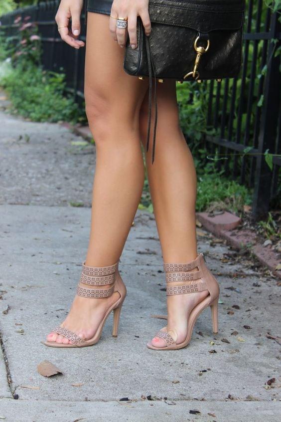 Стильные туфли и босоножки цвета Nude