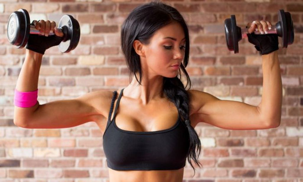 Тренировка рук для девушек: 7 упражнений для рельефности