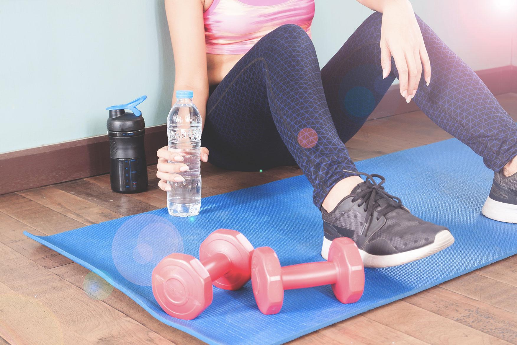 Домашний комплекс упражнений с гантелями для начинающих