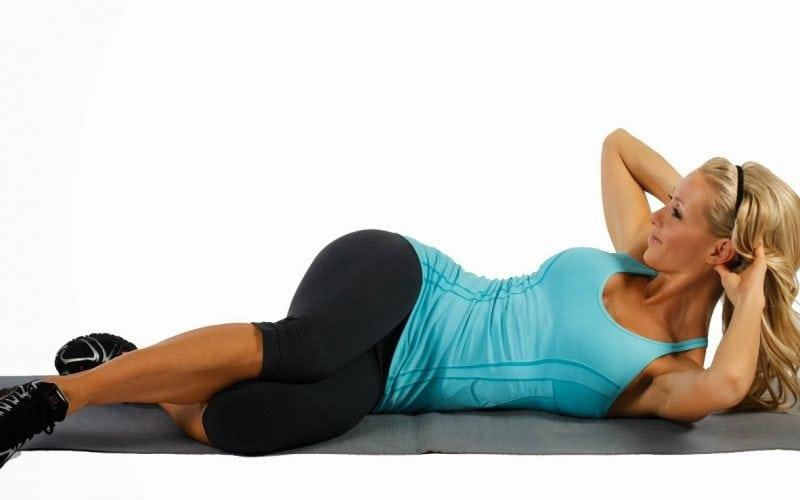 Упражнение «косое скручивание» на пресс: вариация и техника выполнения