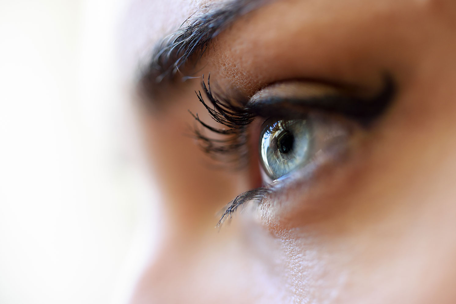 Как избавиться от синяков и мешков под глазами?